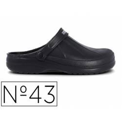 Zueco marca Paredes Color Negro talla 43